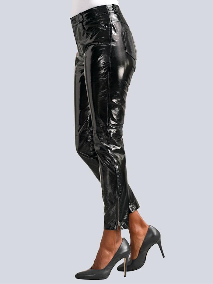 Lack-Lederhose in modischer Form