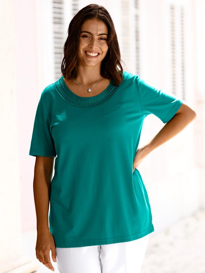 m. collection Shirt met fraai gehaakt kant voor aan de hals, Smaragdgroen
