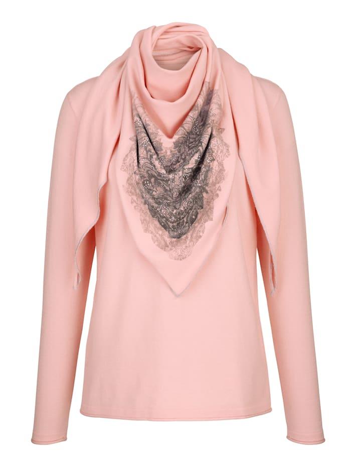 Pull-over et foulard assorti