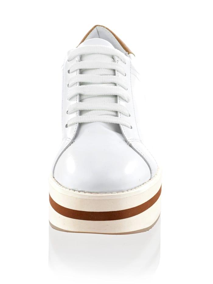 Sneaker mit sportlichen Nähten