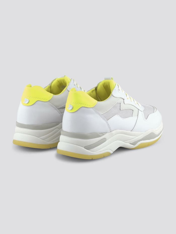 Sneaker mit Neon-Details