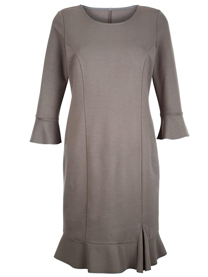 Kleid mit femininem Volant am Saum
