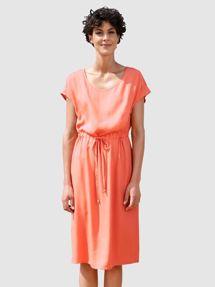 Dress In Šaty s Crochet nášivkami, Meruňka