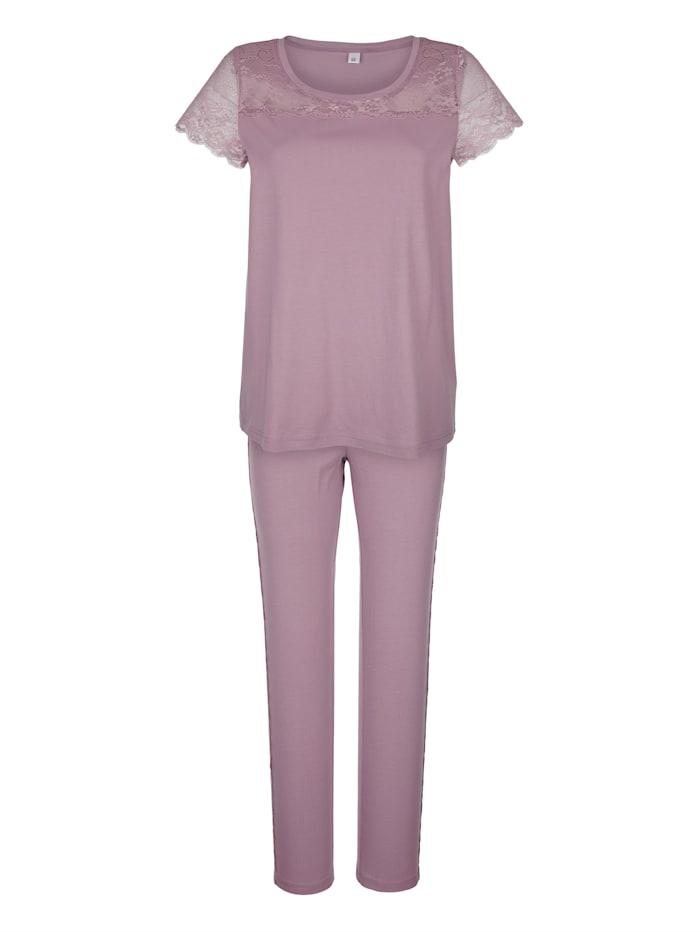 Simone Pyjama met elegante details van kant, rozenhout