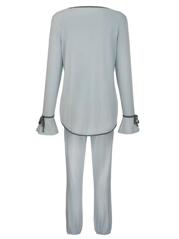 Pyjamas med romantiska volangärmar