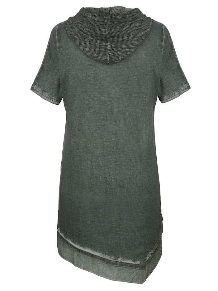 Šaty s módní kapucí
