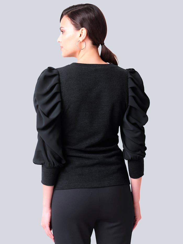 Pullover in schönem Materialmix