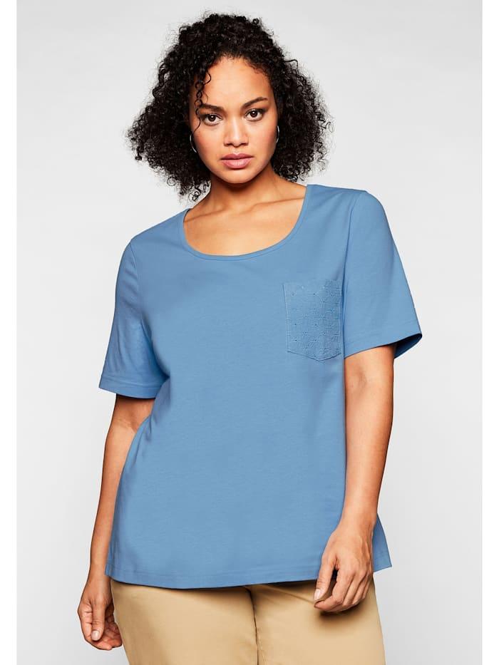 Sheego Sheego T-Shirt mit Brusttasche und Lochstickerei-Detail, jeansblau