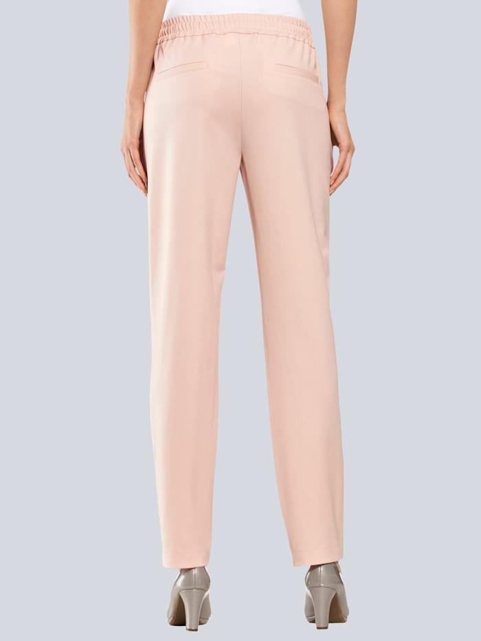 Hose mit goldfarbener Paspelierung am Bein
