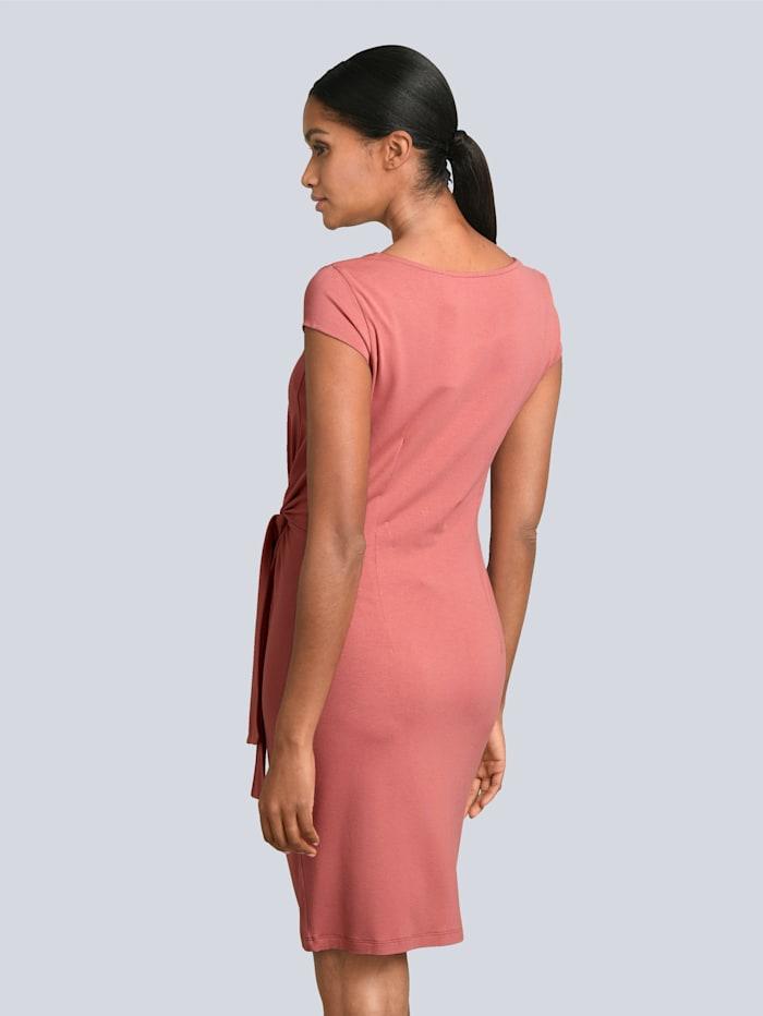 Kleid mit Knotendetail in der Taille