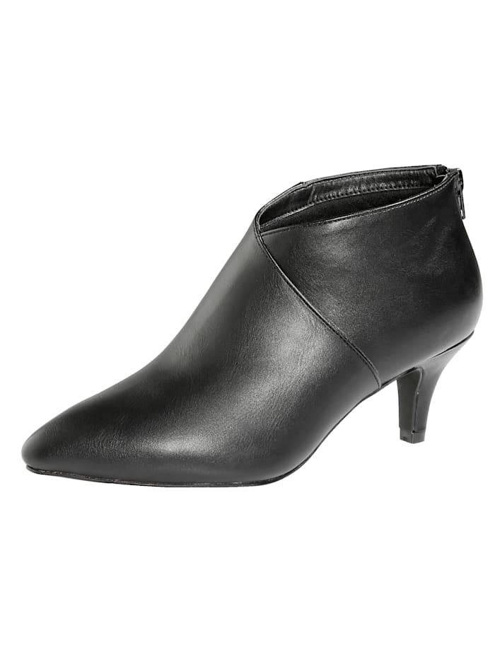 Teräväkärkiset kengät