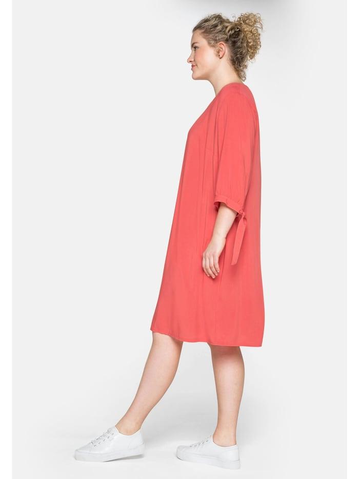 Kleid mit gerafften 3/4-Ärmeln und Bindeband