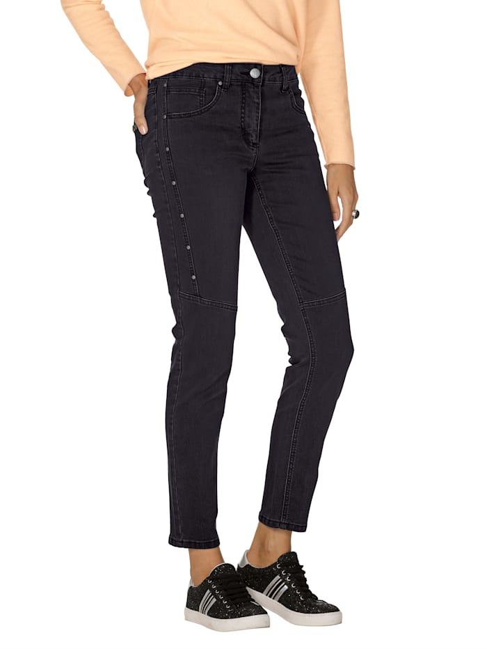 Jeans mit Nietendekoration